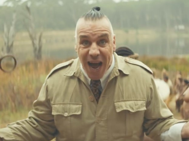 Солист Rammstein признался в любви на русском языке в новом клипе