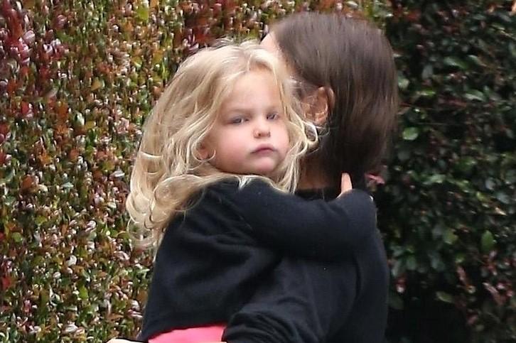 Дочь-блондинка Ирины Шейк и Брэдли Купера становится всё больше похожа на отца