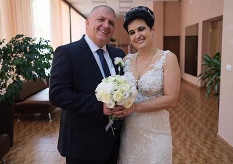 """Мать Влада Кадони и звезда """"Битвы экстрасенсов"""" в третий раз вышла замуж"""
