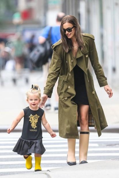 Расставшаяся с Брэдли Купером Ирина Шейк всё свободное время посвящает их двухлетней дочери