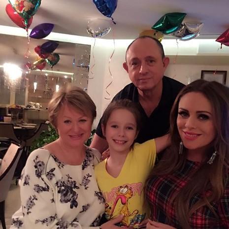 Родители и 12-летняя дочь Юлии Началовой вынуждены судиться с бывшим возлюбленным певицы за её квартиру