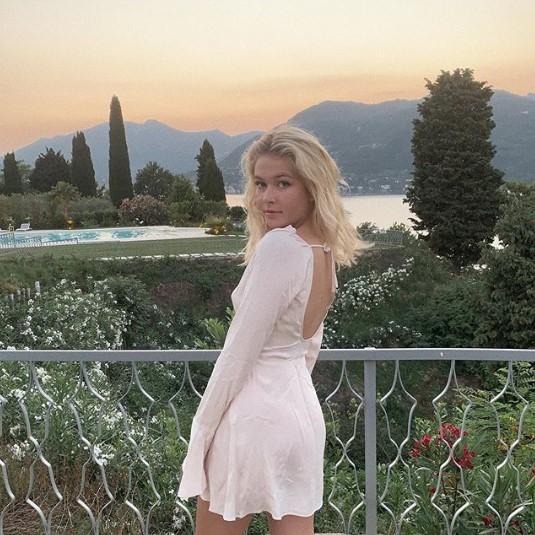 18-летняя дочь Веры Брежневой показала романтическое фото с бойфрендом