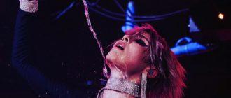 MARUV зажгла публику на своём концерте страстным поцелуем с танцовщицей