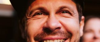Астерикс или Тарзан: Накачанный Павел Деревянко показал себя в новом образе на съёмочной площадке