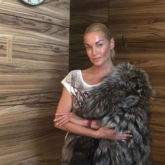 """""""Он боится, что меня уведут"""": Анастасия Волочкова рассказала о своём таинственном ревнивом мужчине"""