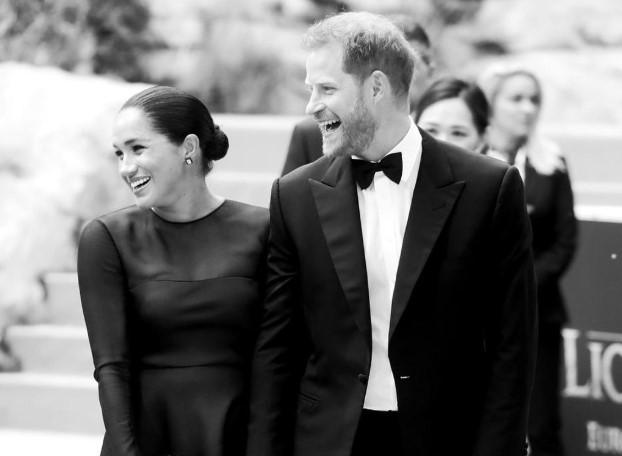 """Британцы негодуют: Меган Маркл и принца Гарри обвинили в пренебрежительном """"голливудском"""" отношении к гражданам"""