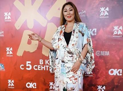 """Окровавленную Аниту Цой унесли на носилках перед выступлением на фестивале """"Жара"""""""
