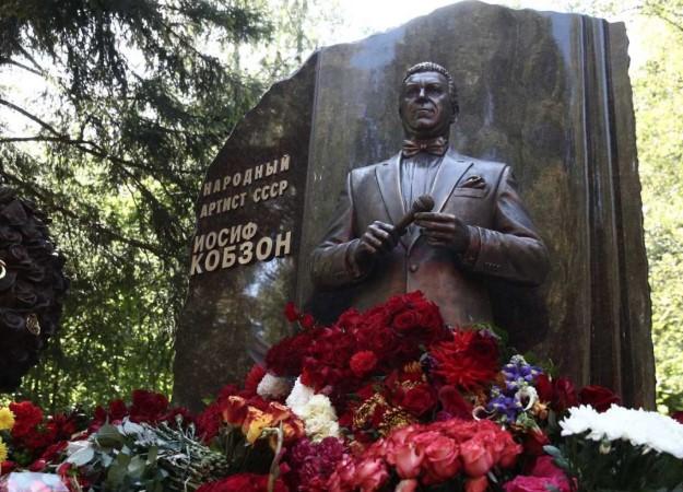 В день годовщины со дня смерти Иосифа Кобзона в Москве открыли его памятник