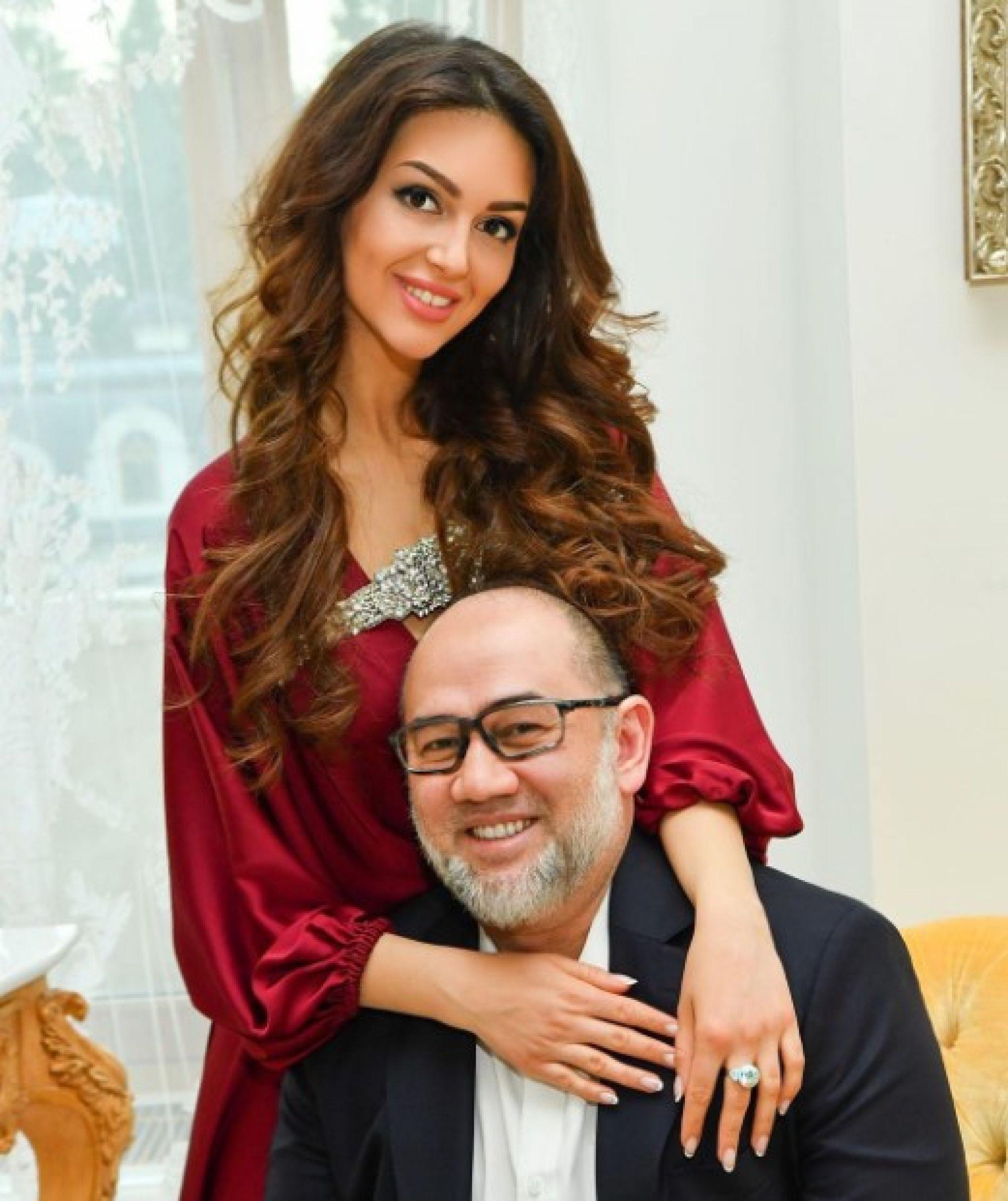 """""""Я не знаю, что произошло"""": """"Мисс Москва"""" Оксана Воеводина не понимает почему её с сыном бросил король Малайзии"""
