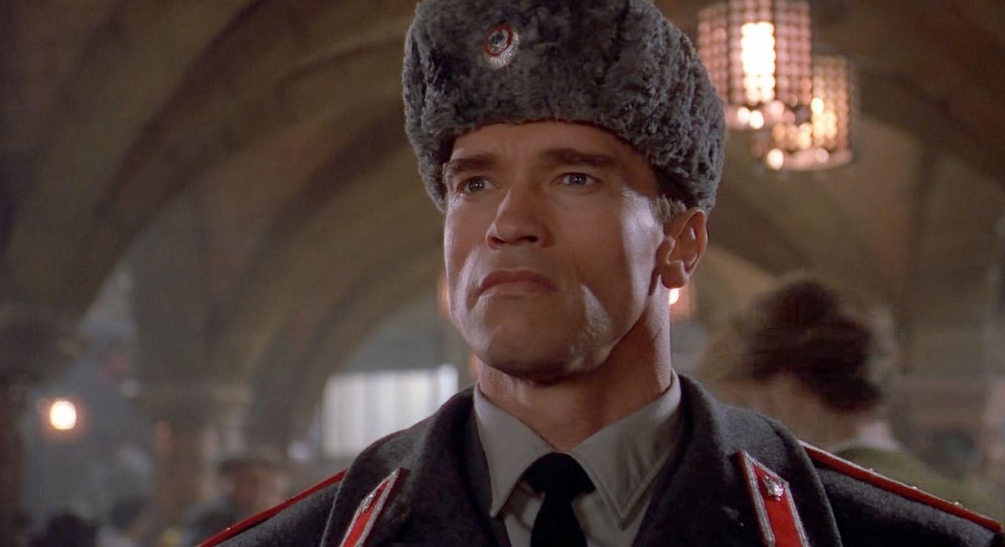 """Сиквел """"Красной жары"""" на подходе: Арнольд Шварценеггер показал сына в форме офицера МВД"""