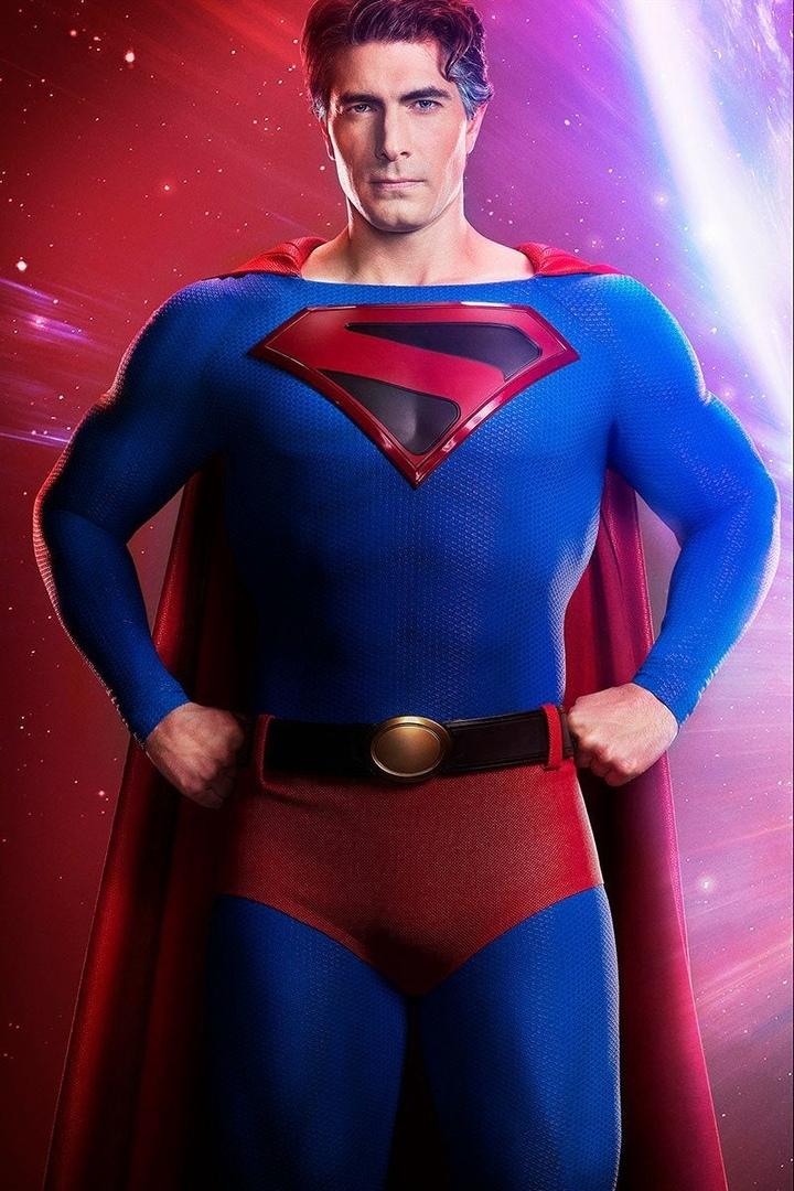 Брэндон Рут в роли Супермена из «Кризиса на Бесконечных Землях»