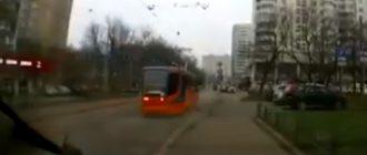 """В сеть попало видео """"взбесившегося"""" трамвая в Москве"""