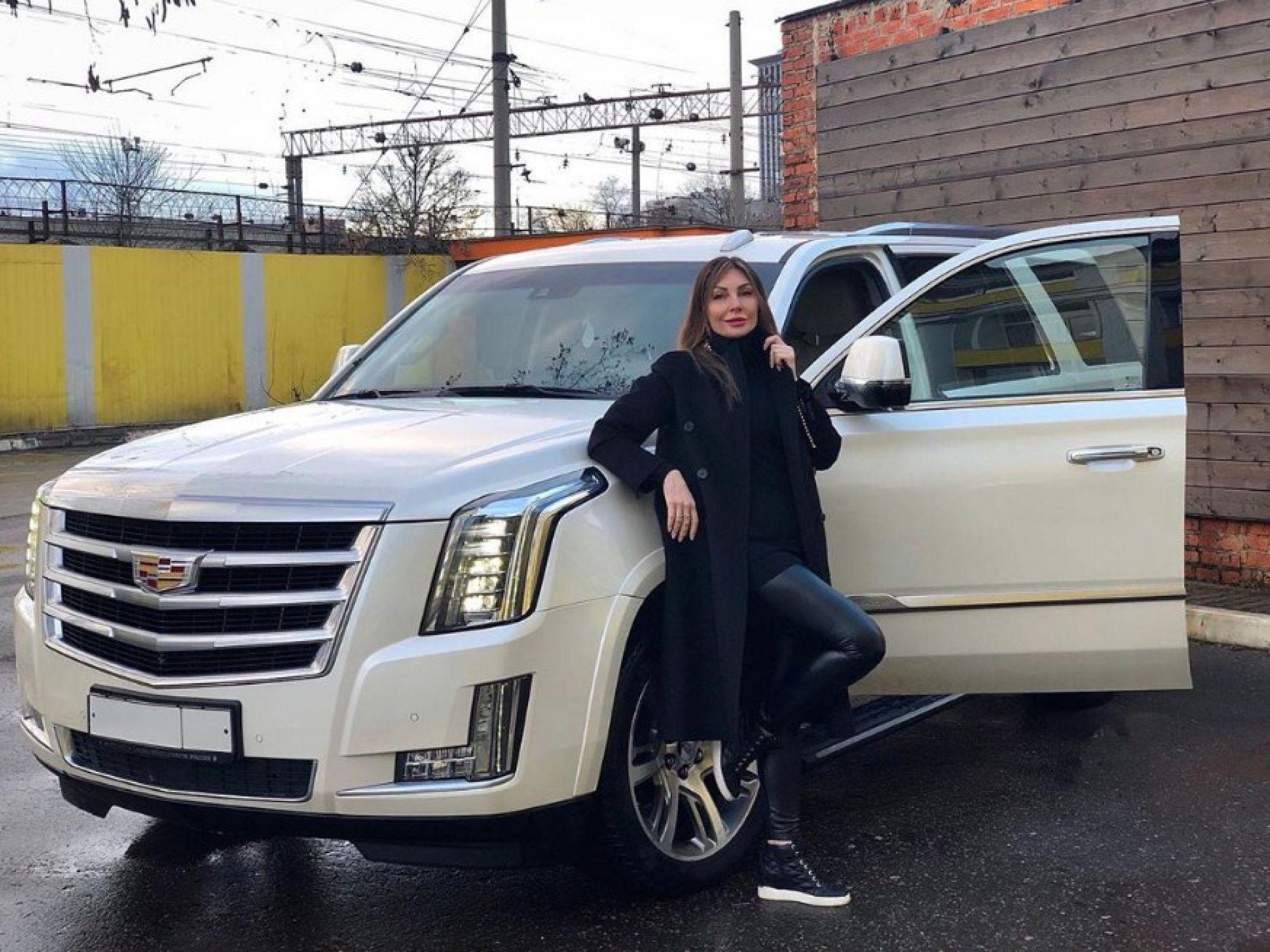 """Бочкарёва продаёт свой """"легендарный"""" Cadillac. Актрису начали обвинять в подкупе судей из-за дела о наркотиках"""