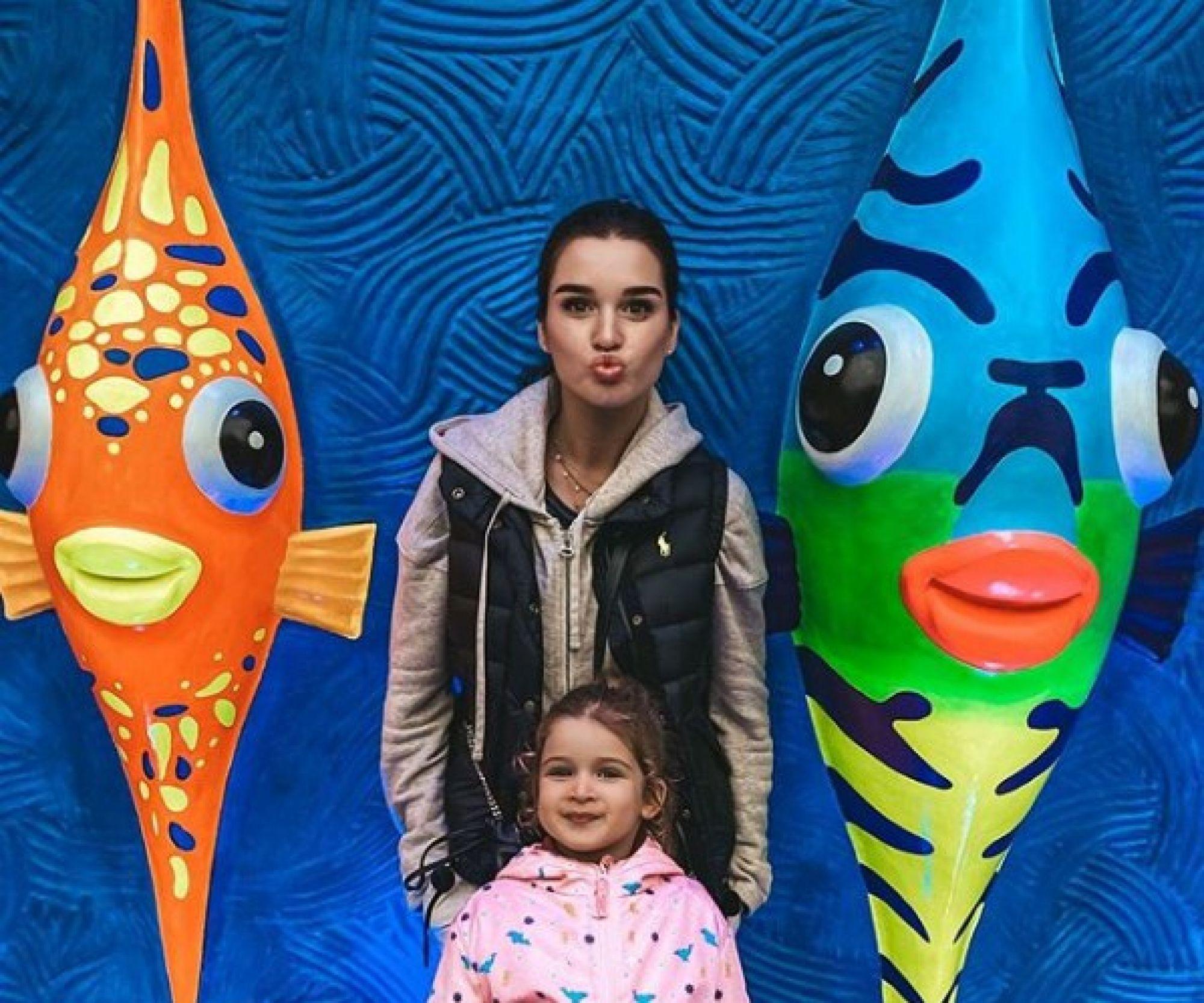Ксения Бородина выругала младшую дочь за побритую бровь