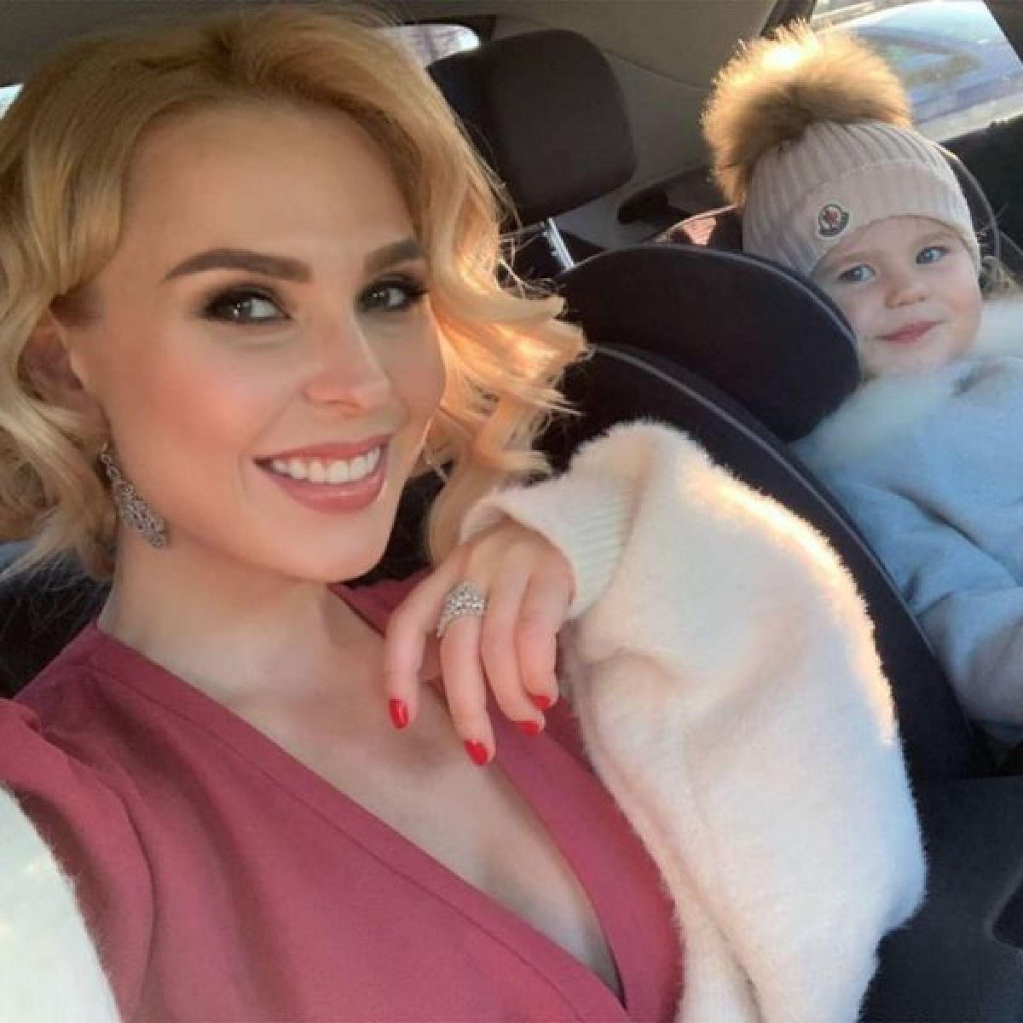 Пелагея показала позитивные моменты ушедшего года с участием своей дочери