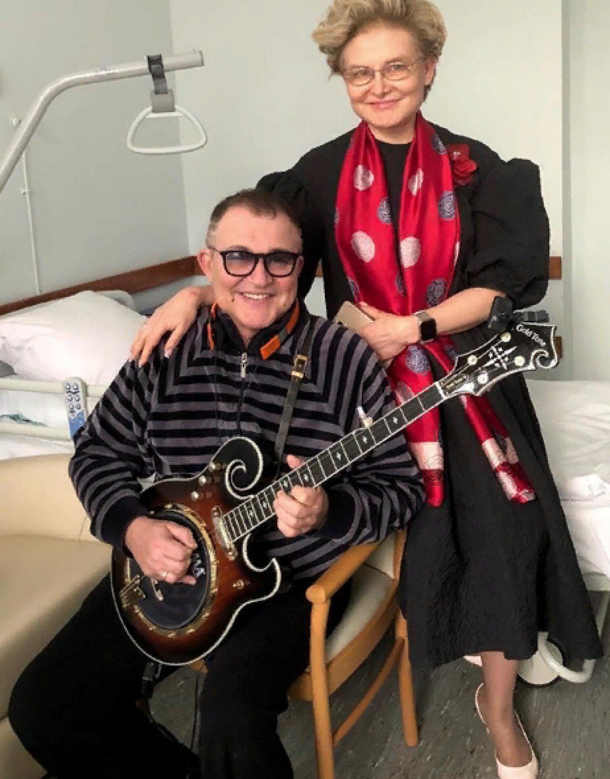 Елена Малышева посетила палату Дмитрия Диброва в больнице