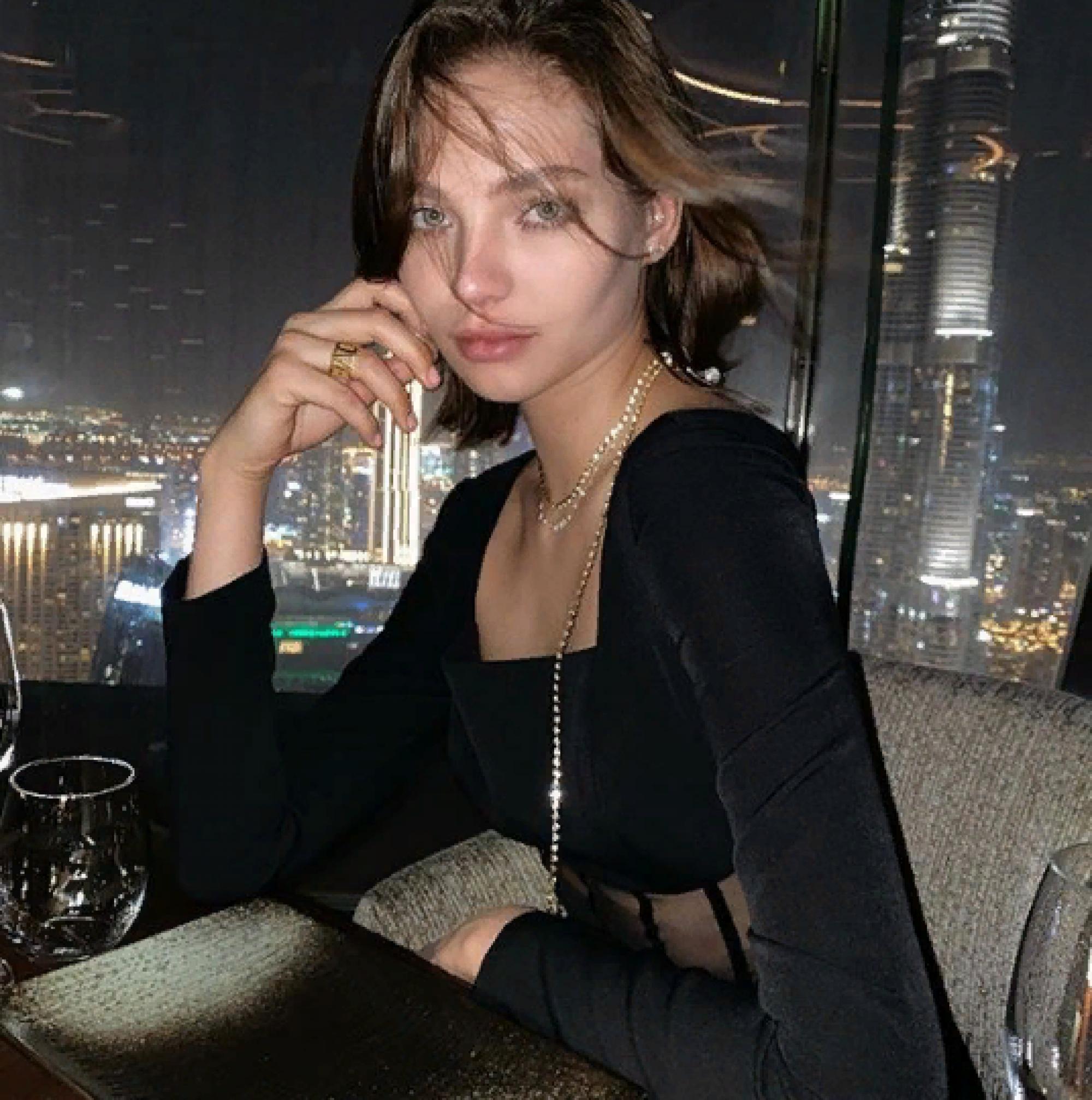 «Пляжный сезон не закрываем»: Алеся Кафельникова опубликовала жаркое фото в бикини в Дубае