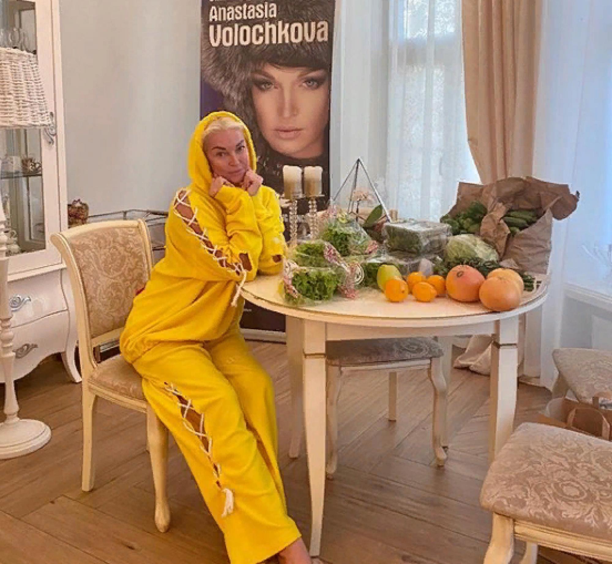 Анастасия Волочкова заинтриговала снимком с тайным незнакомцем (фото)