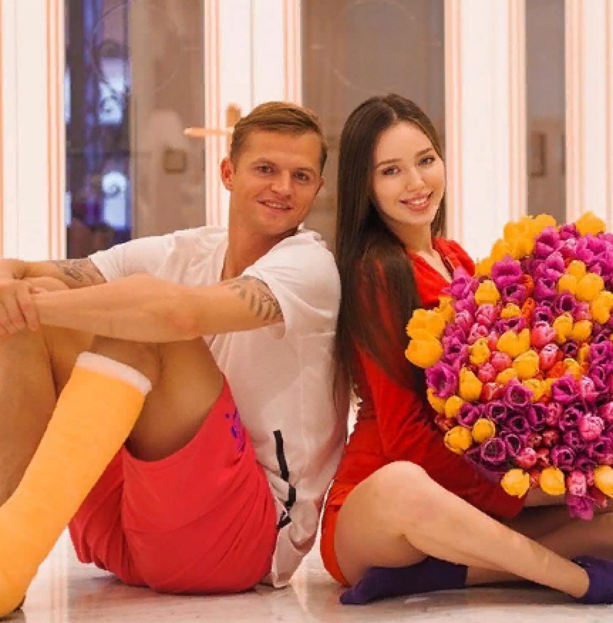 «Смотри, чтобы не отобрал»: Дмитрий Тарасов порадовал супругу дорогим подарком