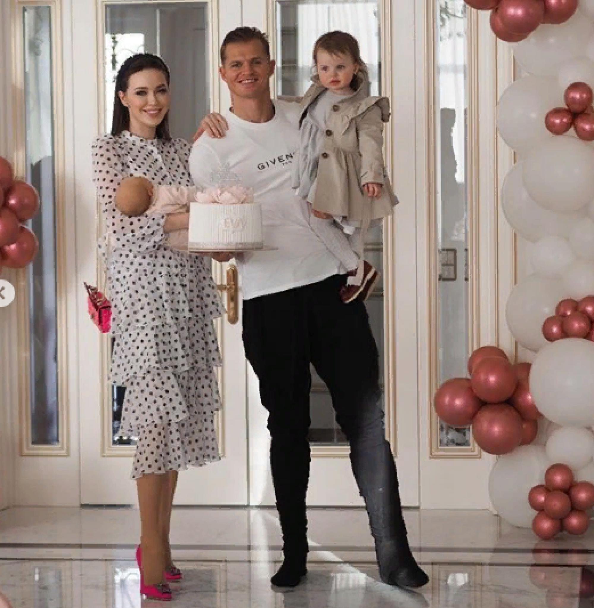 Семья Тарасовых крестила свою младшую дочь Еву