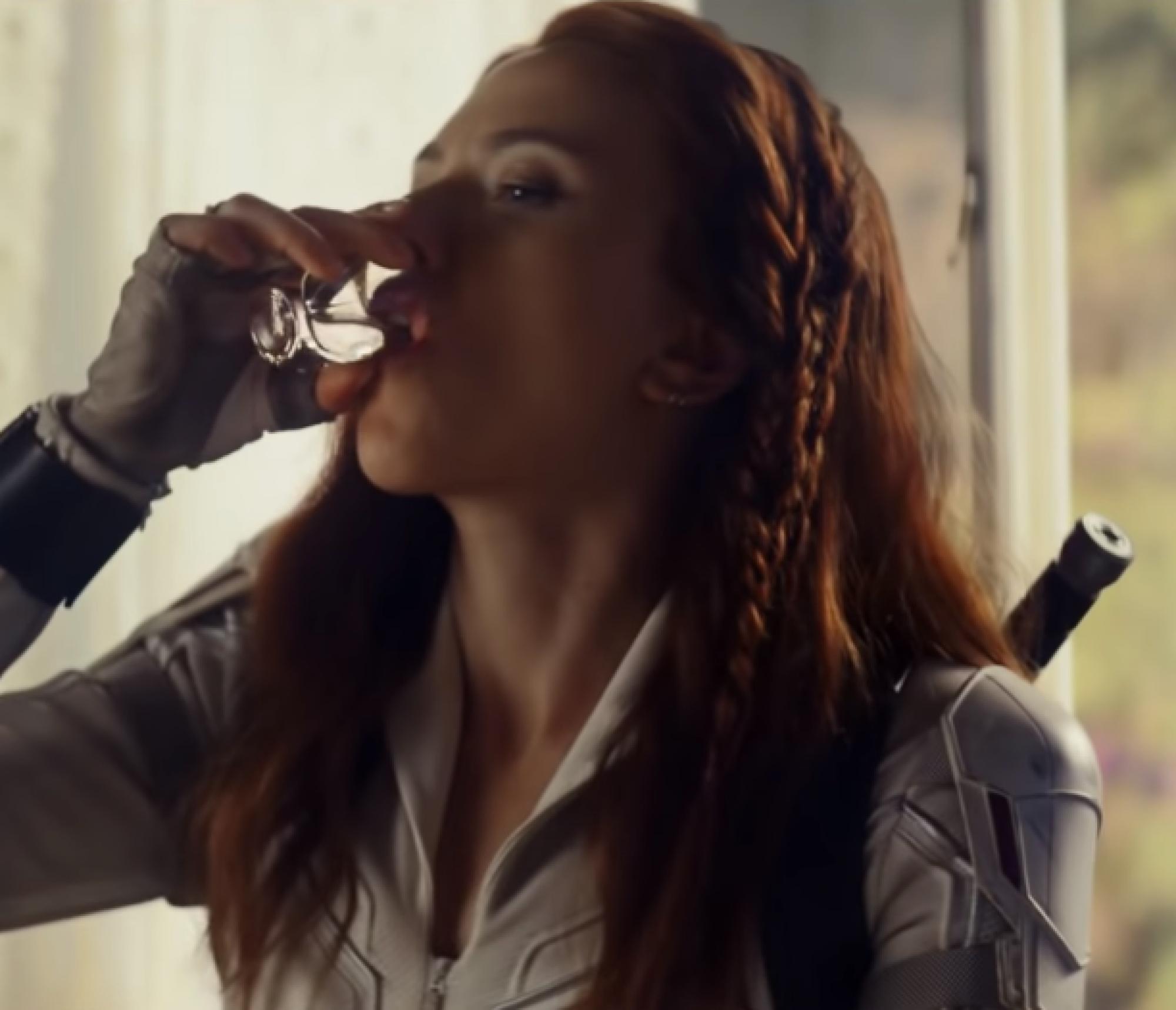 Российские пользователи заметили водку в финальном трейлере «Чёрной вдовы»