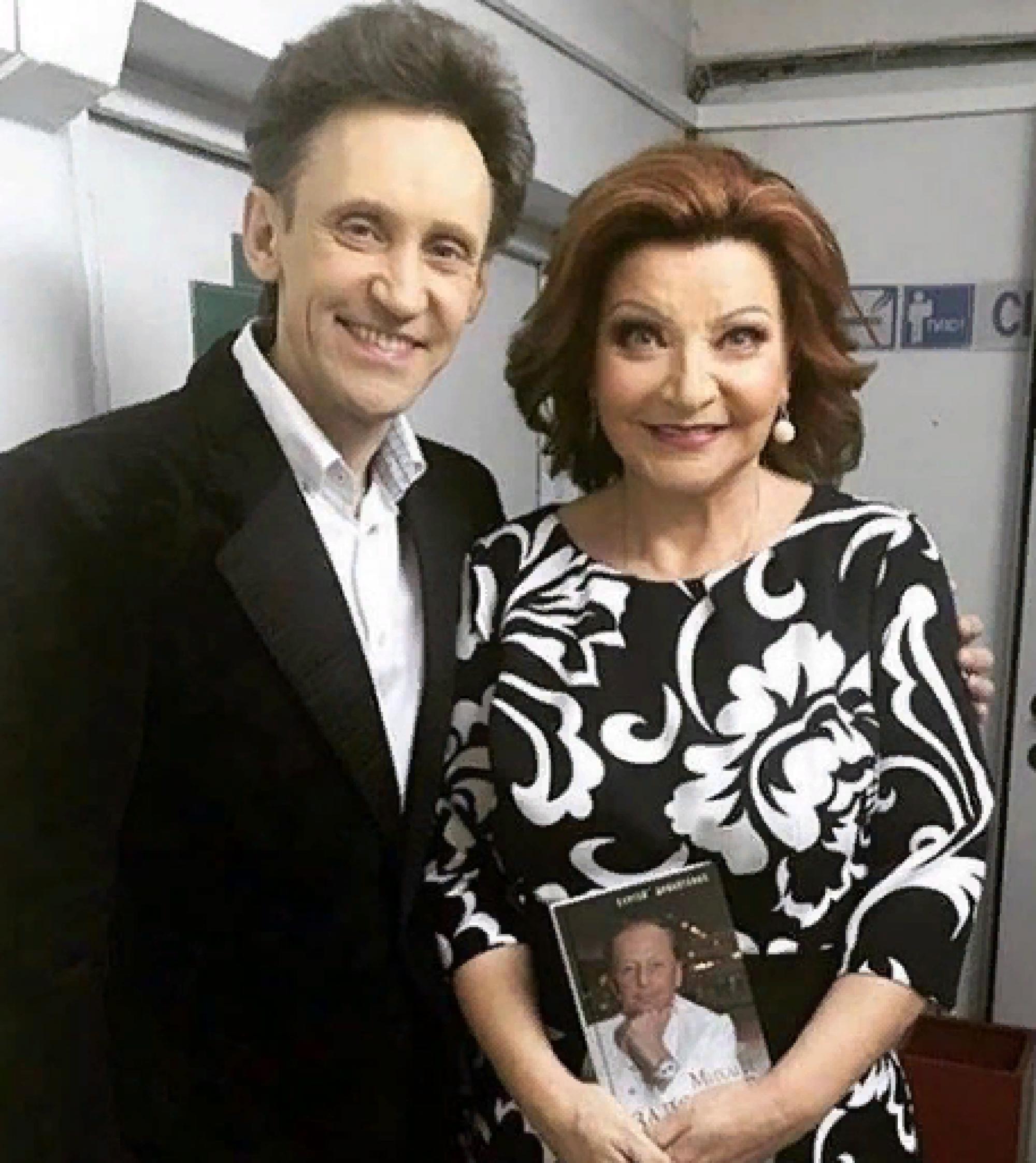 У Елены Степаненко появился молодой ухажёр