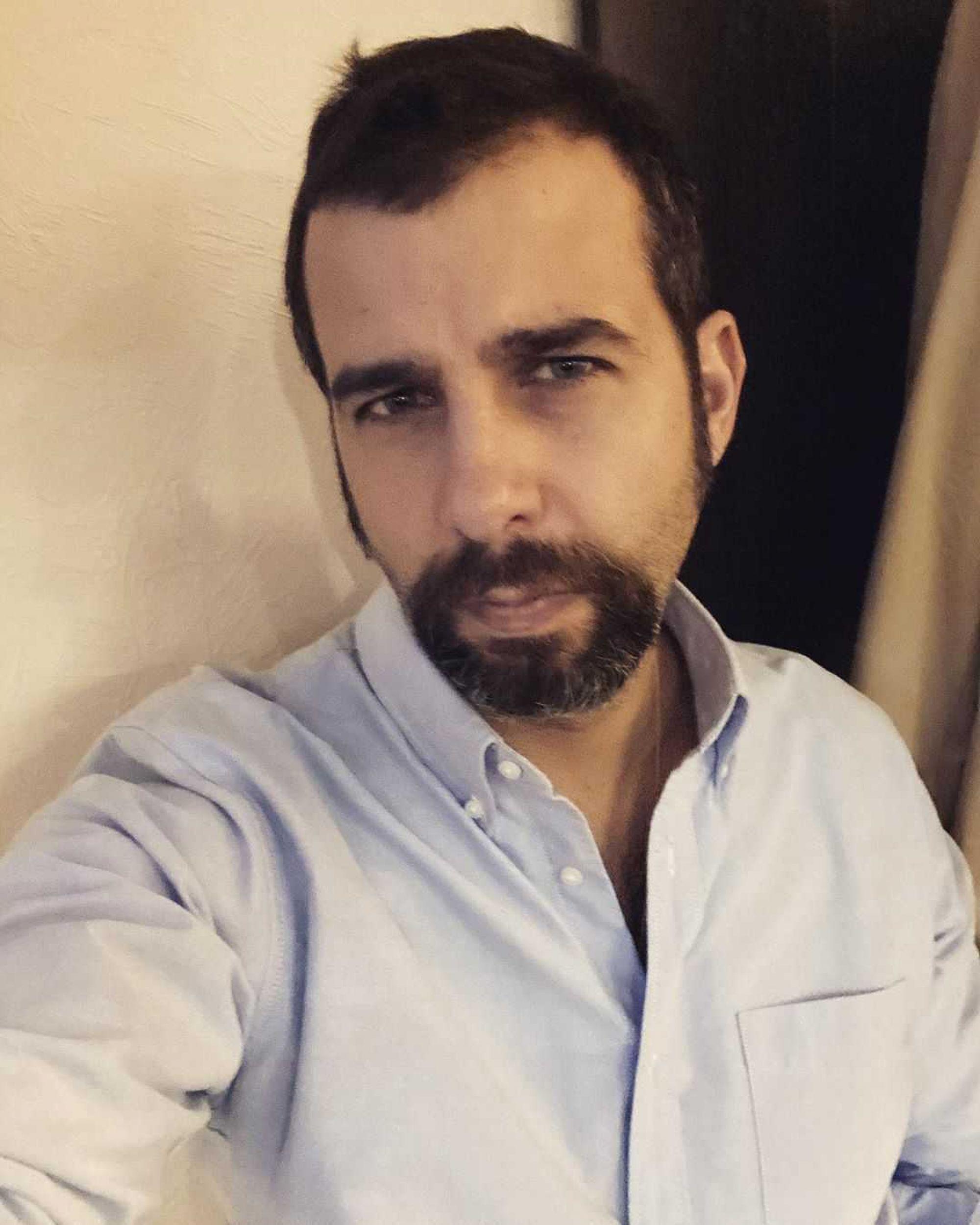 «Потрепала вас пандемия знатно»: Иван Ургант напугал фанатов снимком из клиники