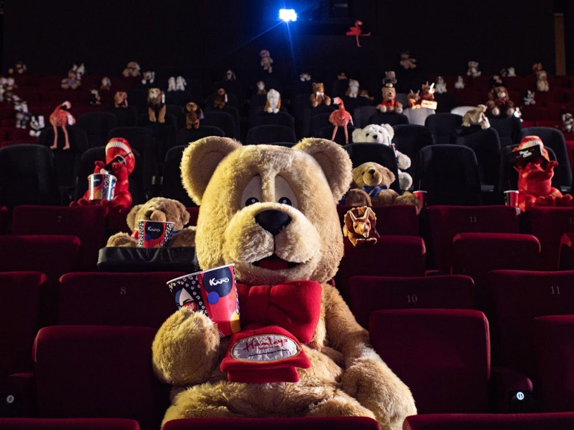 Плюшевый сеанс: первые зрители в «КАРО» в преддверии открытия
