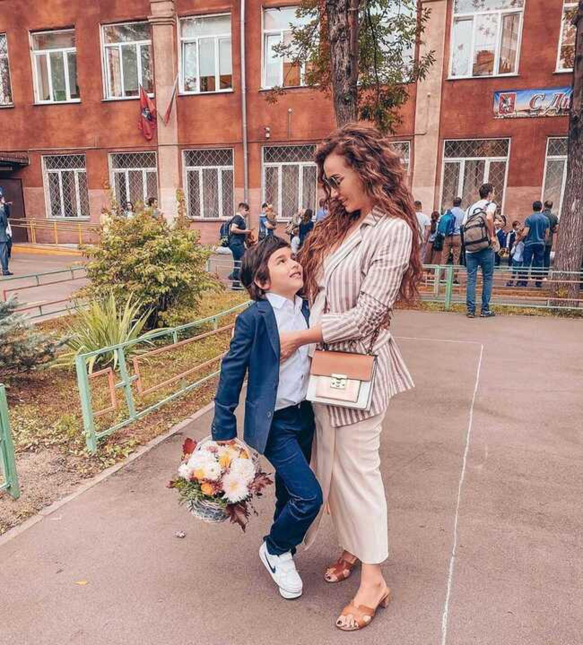 «Мы перескочили второй класс»: Анфиса Чехова рассказала об особенностях обучения своего сына