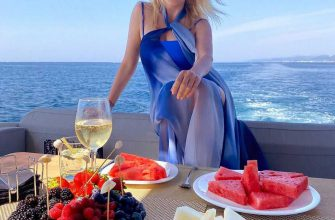 «Какая красотка!»: Яна Рудковская удивила фигурой в морском купальнике